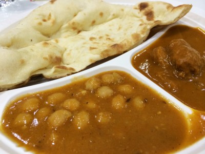 Vegetable curry and naan of Nataraj