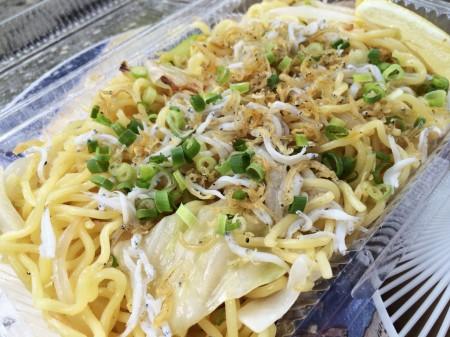 """salt flavor fried noodle with whitebait of """"Sad cafe"""""""