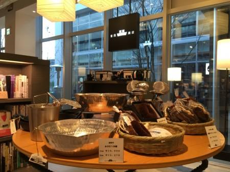 Tsutata bookstore and Starbucks in Shonan T-SITE