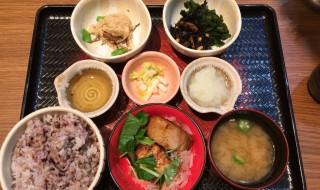 Grilled Hokke fish set meal in Ootoya