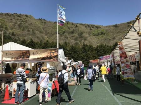 Food stalls and souvenir shops at Fuji Shibazakura festival