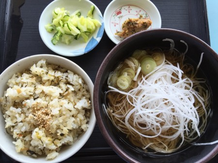Soba topped with shredded radish