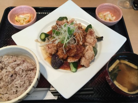 Deep-fried marinated chicken meal set in Ootoya