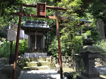 Inari shrine at Goryo Jinja shrine in Kamakura
