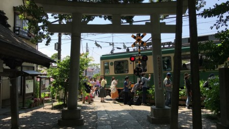 Enoden line and Goryo Jinja shrine in Kamakura
