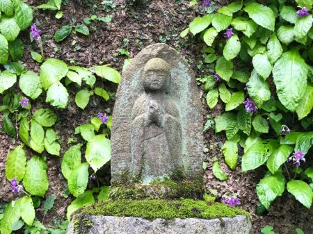 Jizo and Iwatabako at Tokeiji temple in Kamakura