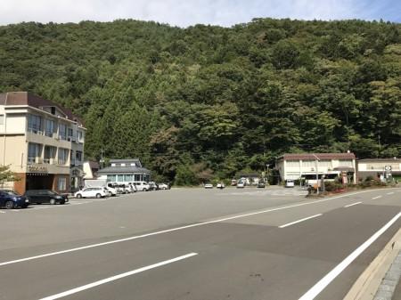 Lake Shoji parking lot