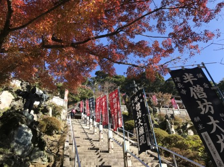 Stair,autumn leaves and Tengu statue of Hansobo in Kenchoji temple